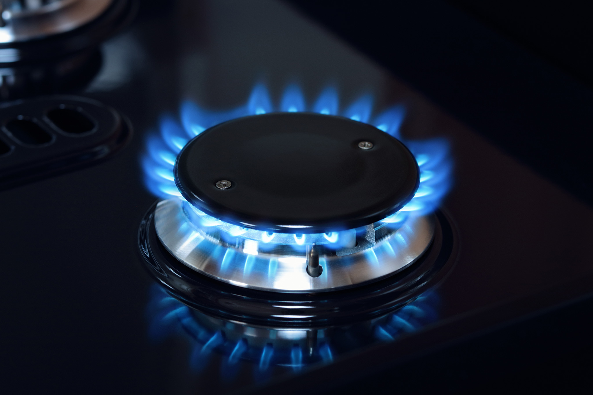 natural-gas-burner-flame-on-stove-F69BAUY